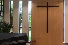 3-panneaux-vitrés-et-croix
